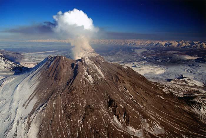 Риск извержения вулкана Безымянный на Камчатке повысился
